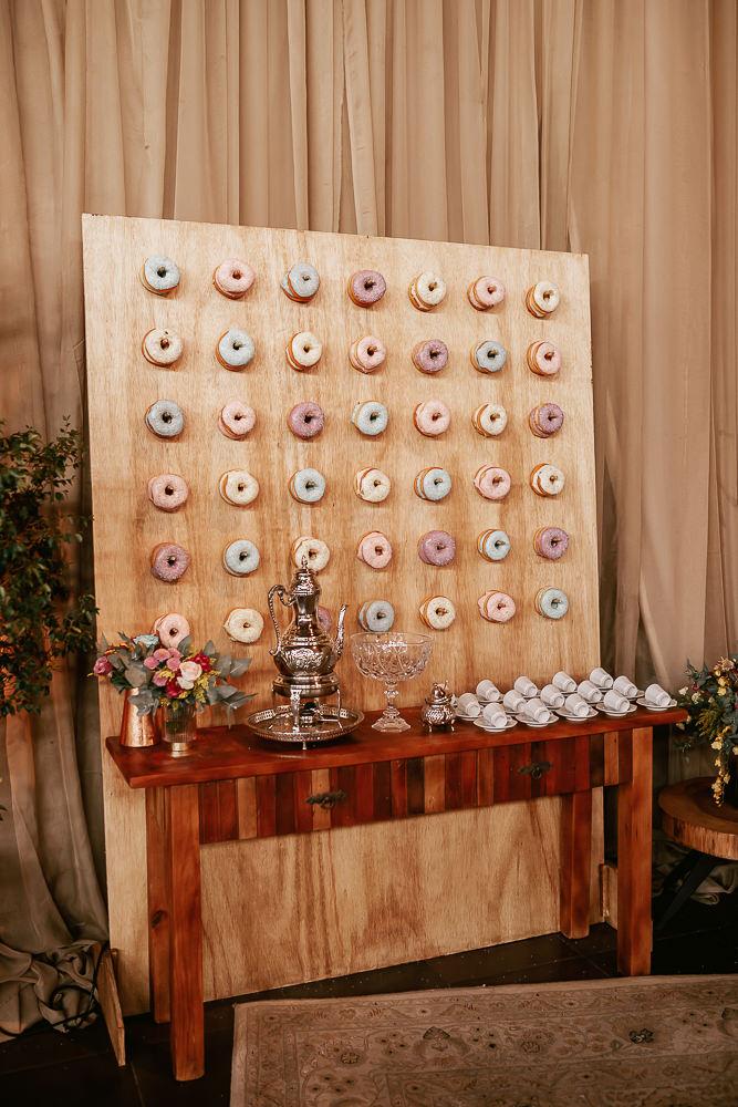 Parede de Donuts candy colors.