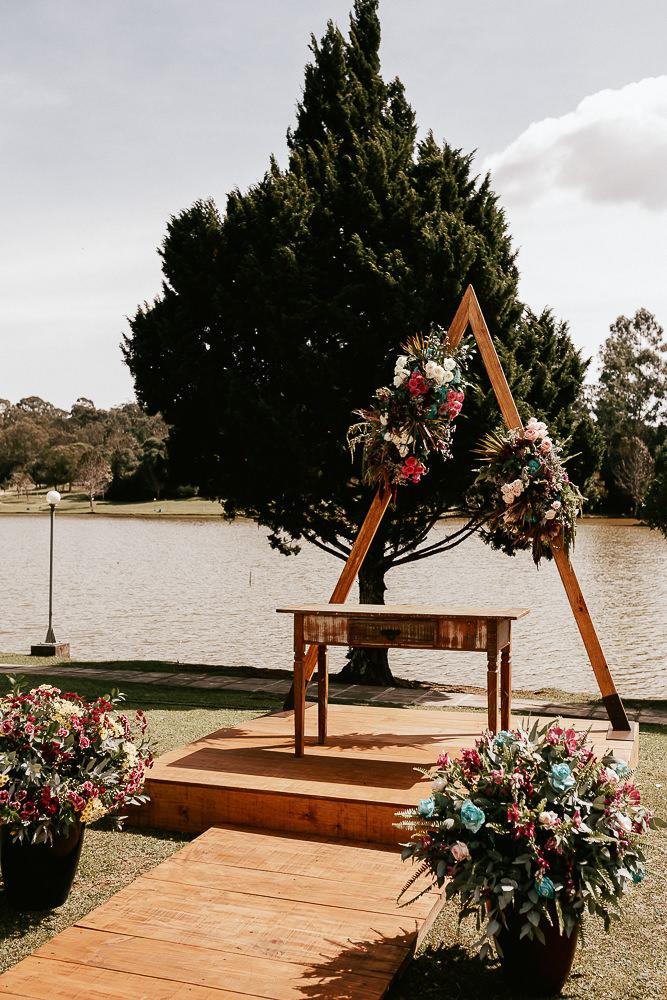 Altar boho e romântico.